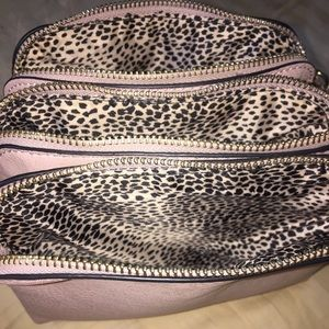 Handbags - Pink Leopard Purse! 👛